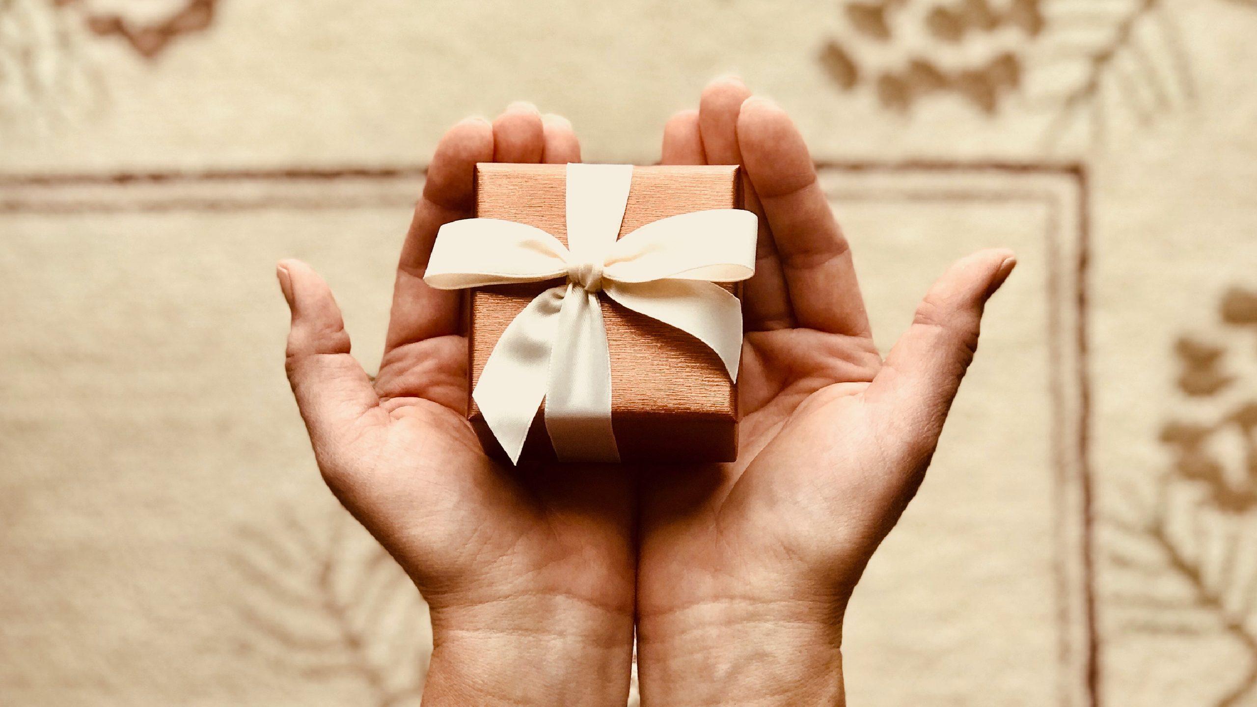 Le présent d'usage, un moyen simple et rentable de faire plaisir à vos proches !